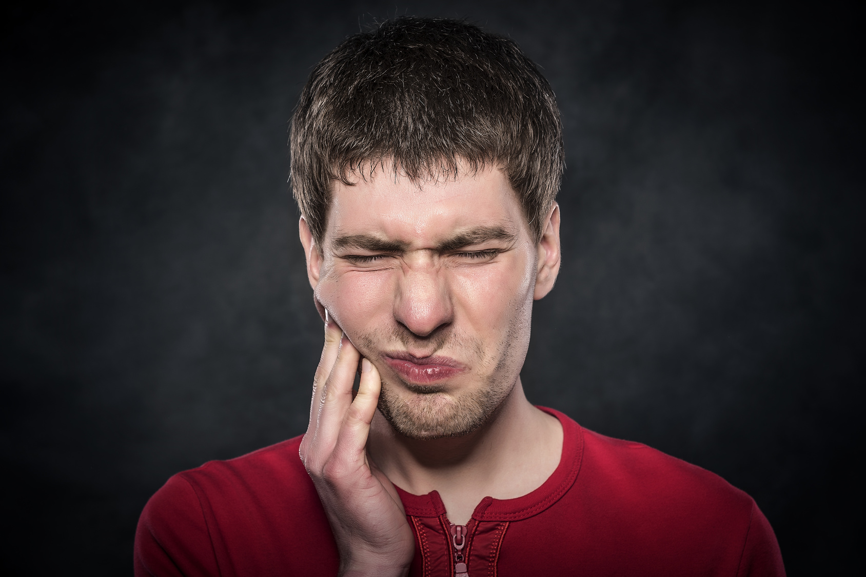 young man having gum problems, toothache, gum problems, dentists york